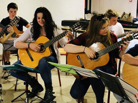 ECLA-Auriol-activites-cours-de-guitare-adultes-hommes-femmes-enfants-2