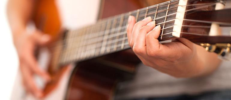 ECLA-Auriol-activites-cours-de-guitare-adultes-hommes-femmes-enfants